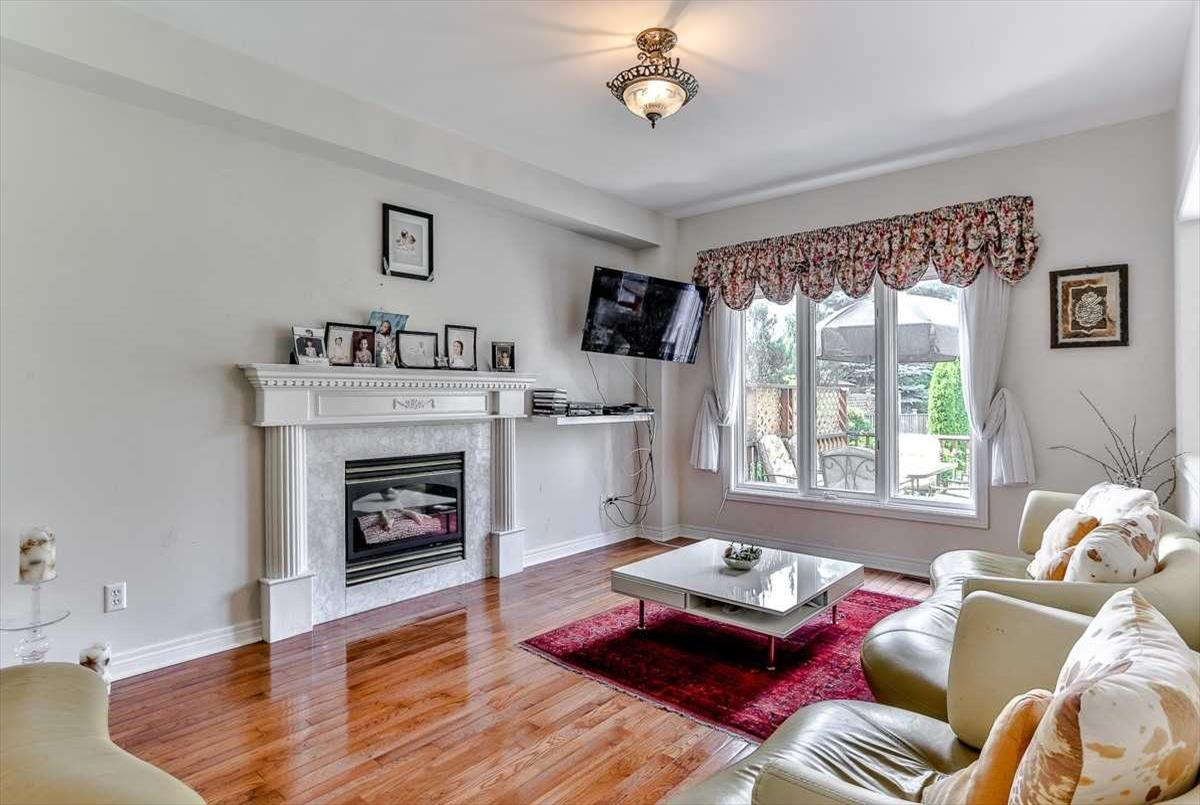 18 Oak Ave Richmond Hill Rose Rezaei